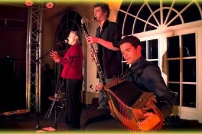 Roxina en concert à Saint Aubin du Cormier