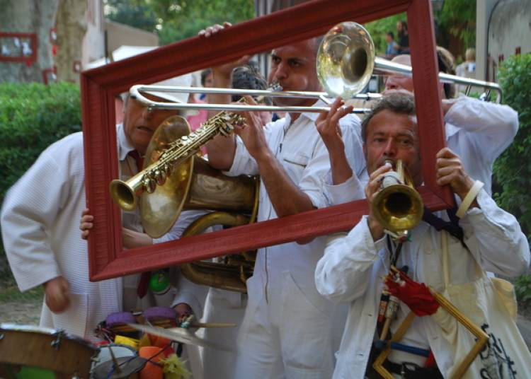 Compagnie Le Plus Petit Espace Possible - La Fanfare d'Occasion � Chalon sur Saone
