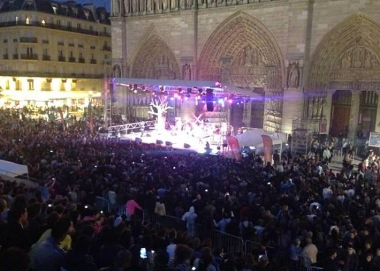 Orchestre Folk Religieuxà l'Eglise Notre Dame de la Croix à Paris 20ème