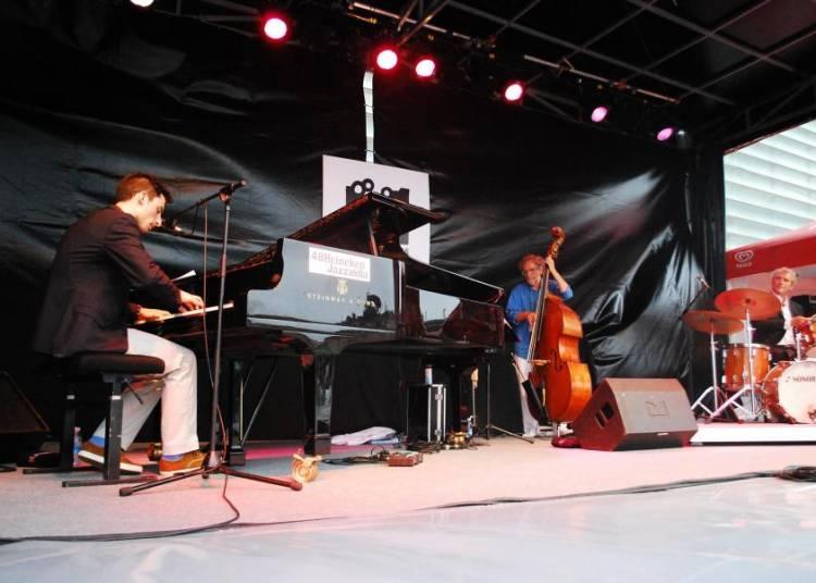 Pablo Campos Trio invite Alex Golino � Bordeaux