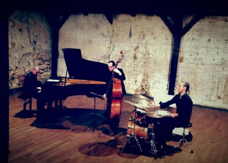Yonathan Avishai Trio -  Modern Times � Bordeaux