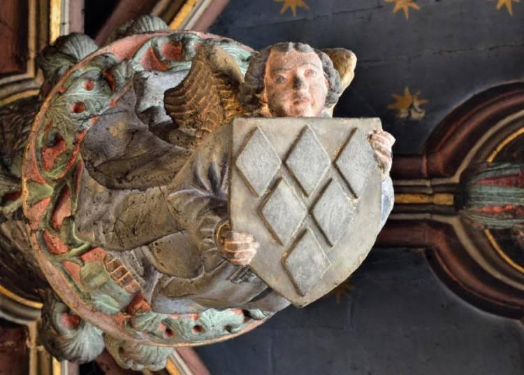 Les armories racontent... Dans les fragments h�raldiques de l'H�tel Fum� les vestiges d'un Poitiers oubli�