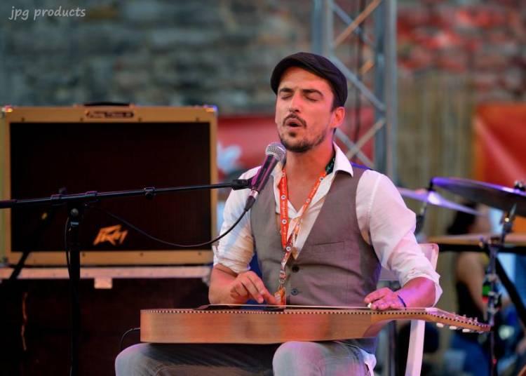 ZapeRo-concert du march� #7 Olivier Gotti � Maubec