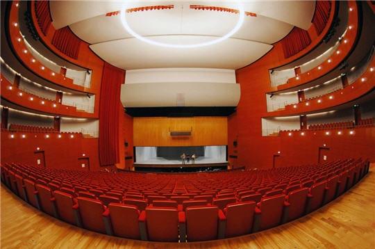 Grand th tre de provence aix en provence for Theatre salon de provence