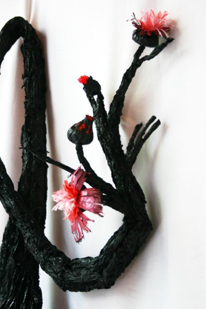 Exposition surprise dans le noir objets de parure for Objet artisanat d art