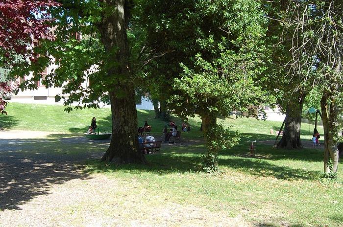 Exposition jardin de ville la cote saint andre du 17 au 16 for Piscine la cote st andre