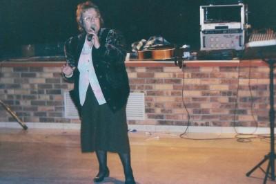 Chanteuse En Accapella à L'Etrat