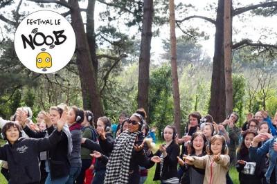 Happy Manif (les pieds parallèles) / Le NOOB Festival à Pont Audemer